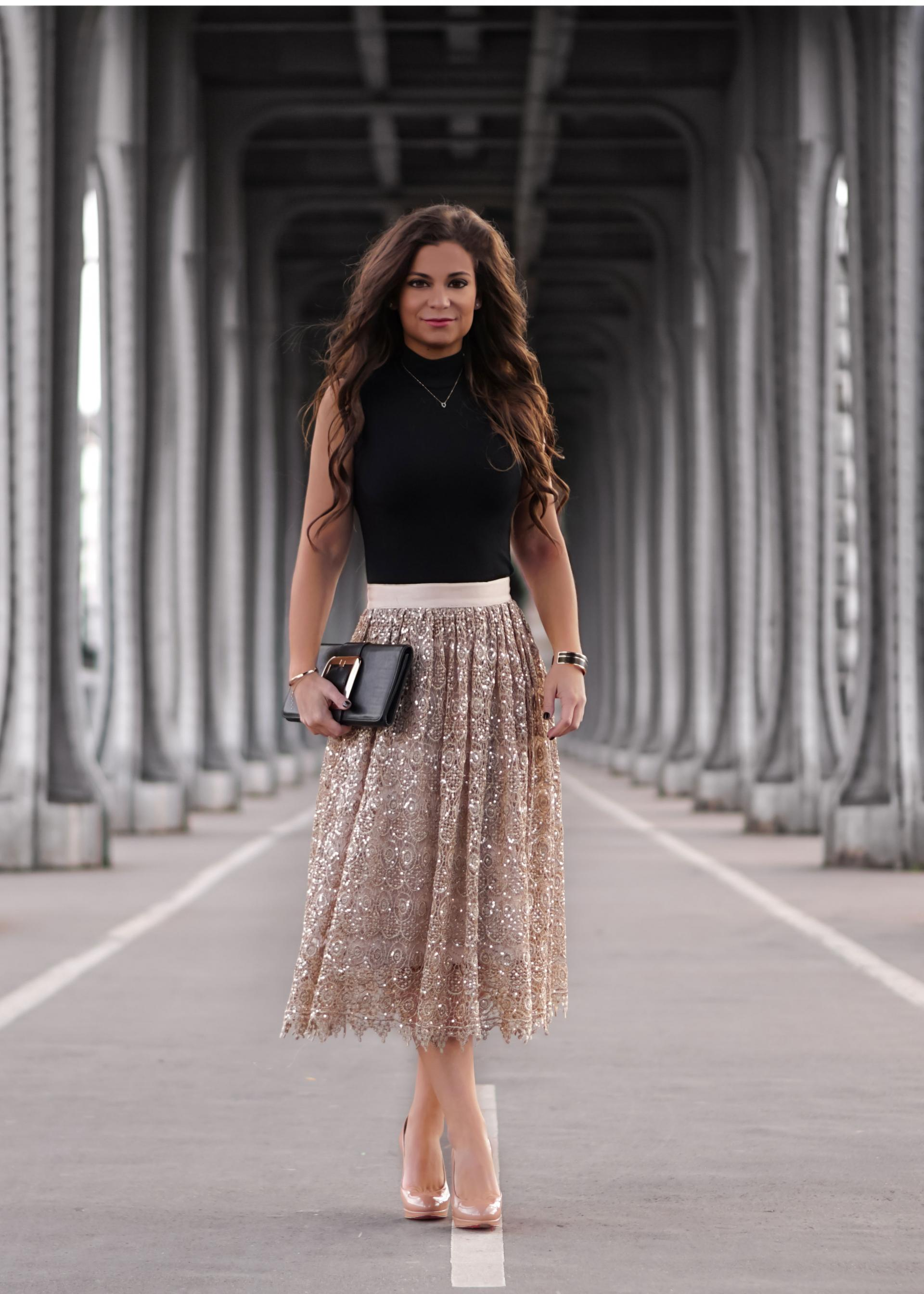 Paris fashion blog Petite in Paris Alice and Olivia Gold skirt sale!