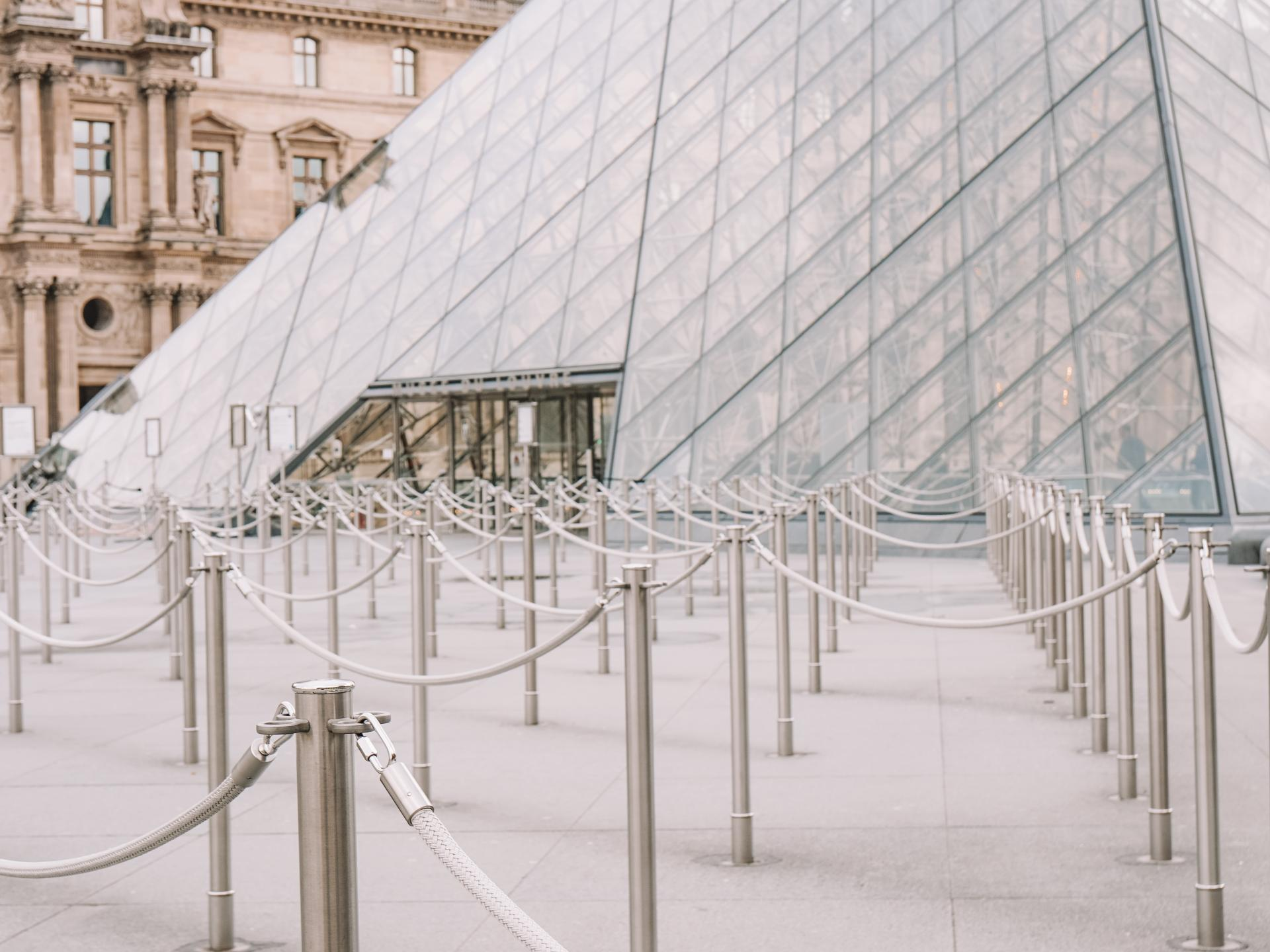 How to skip the line in Paris