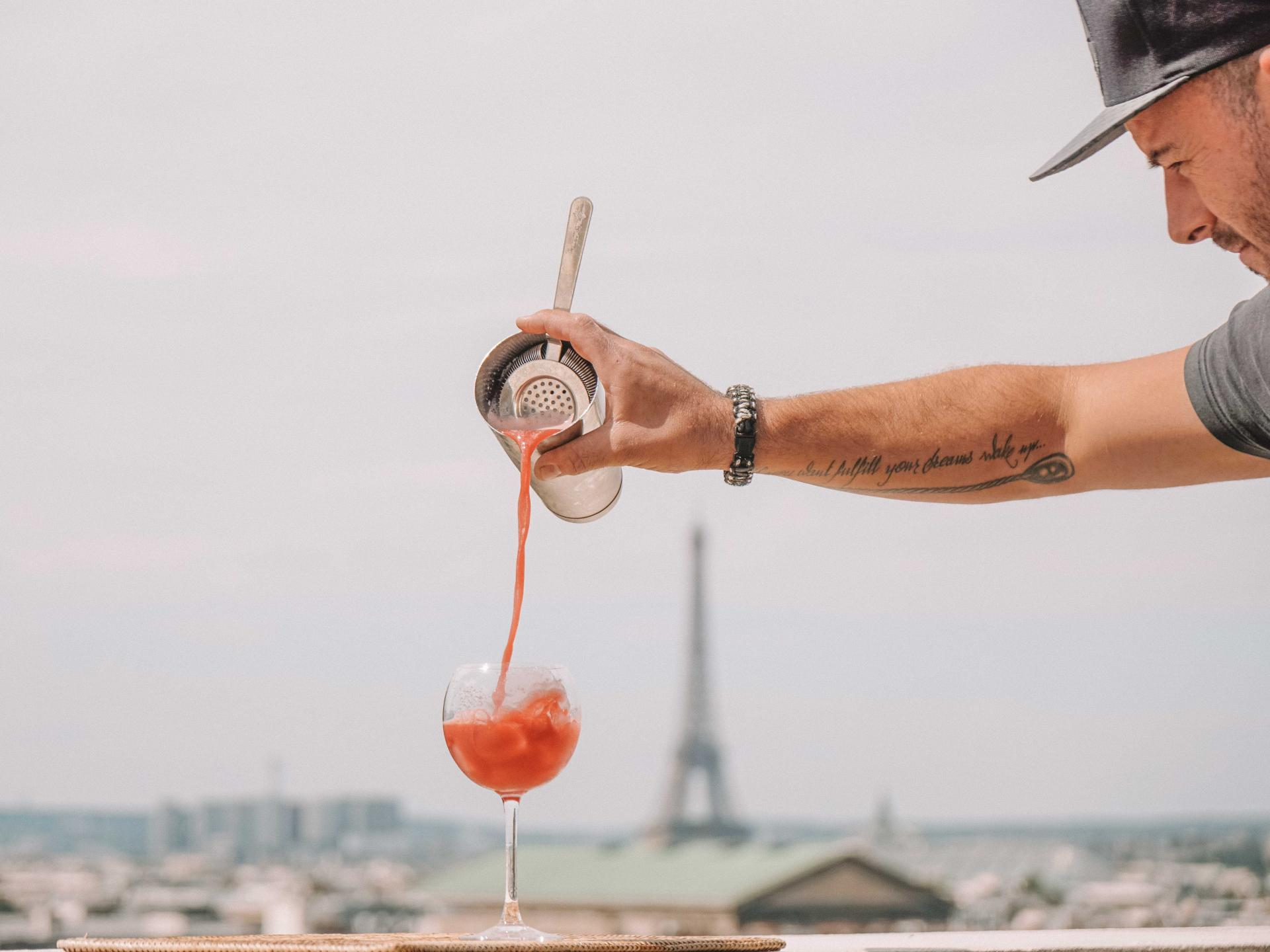 bartender making a drink at galeries lafayette rooftop