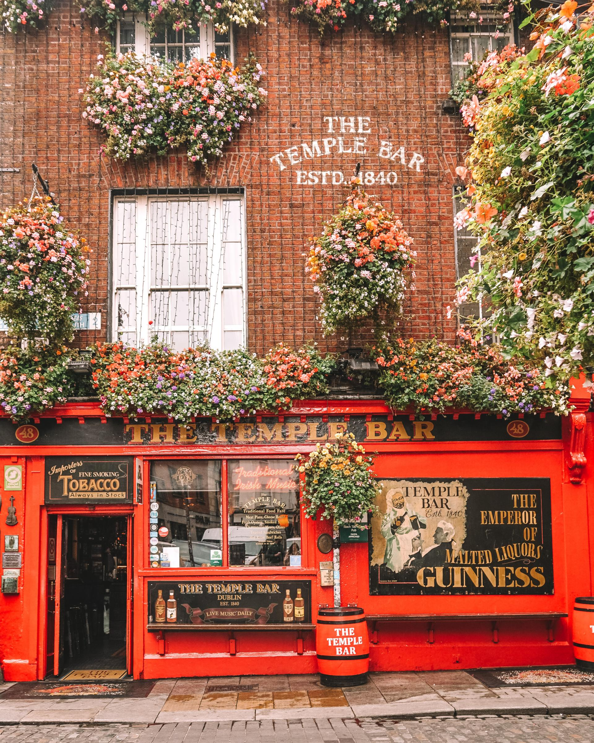 what is the best time of day to go to the temple bar