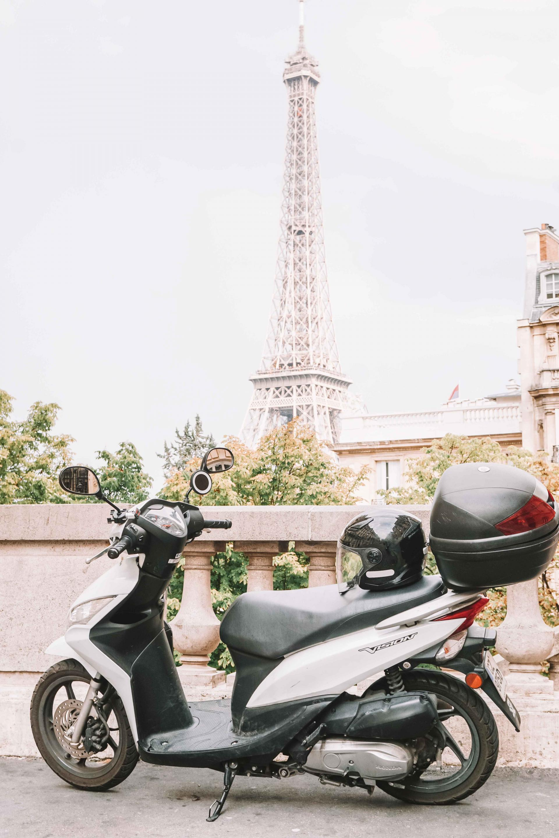 what to consider before renting a scooter in paris