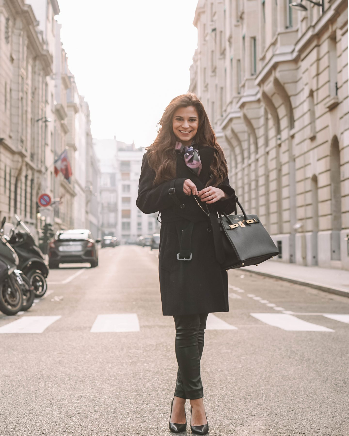 How Parisians wear a scarf