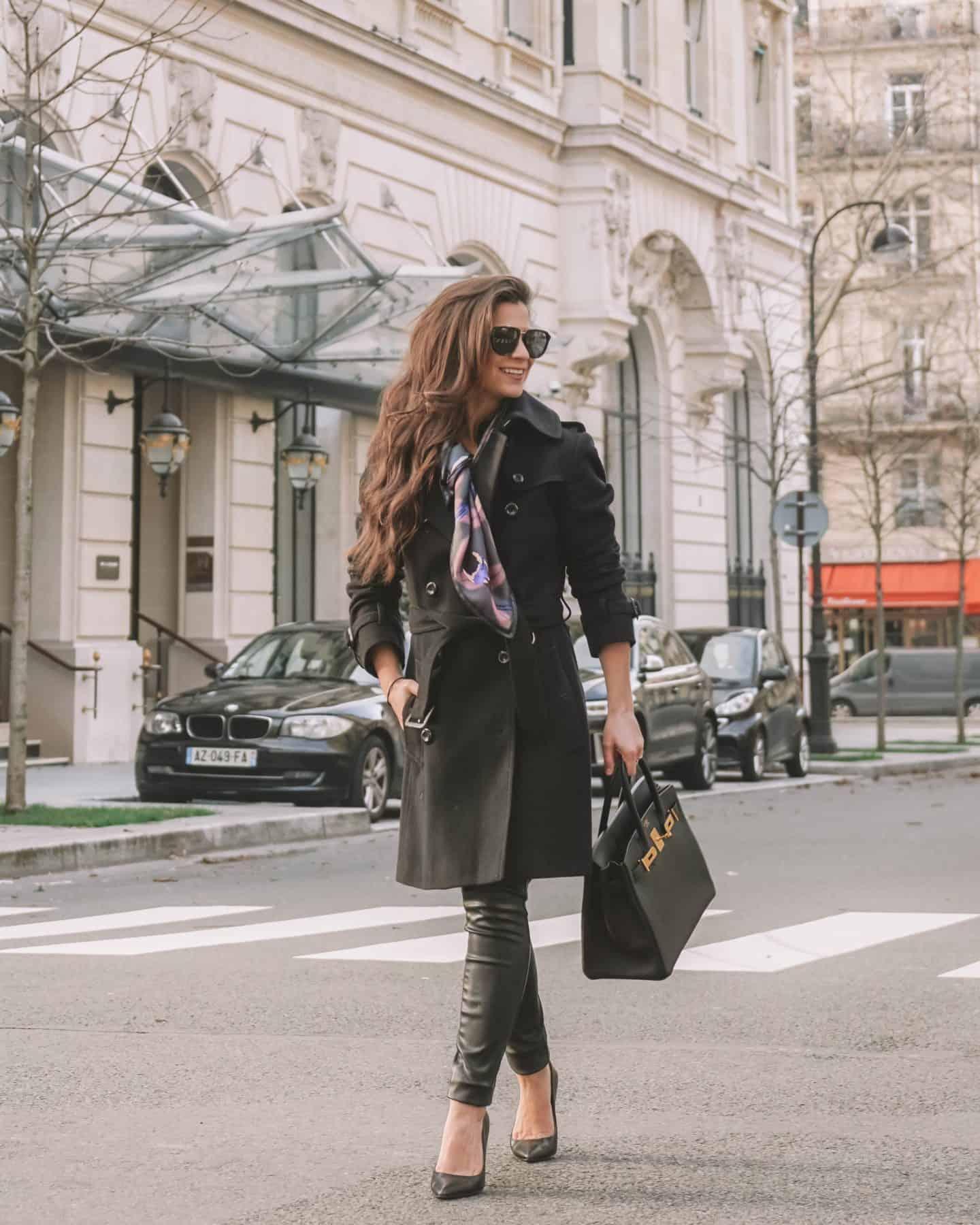 how do Parisians style a scarf
