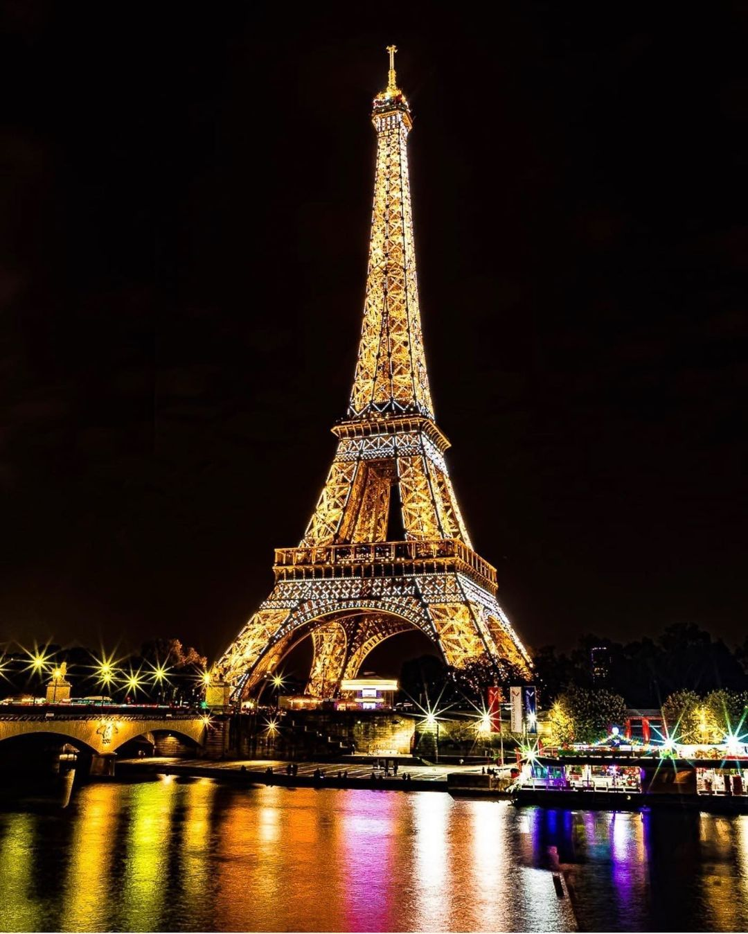 pic of the eiffel tower at night petiteinparis