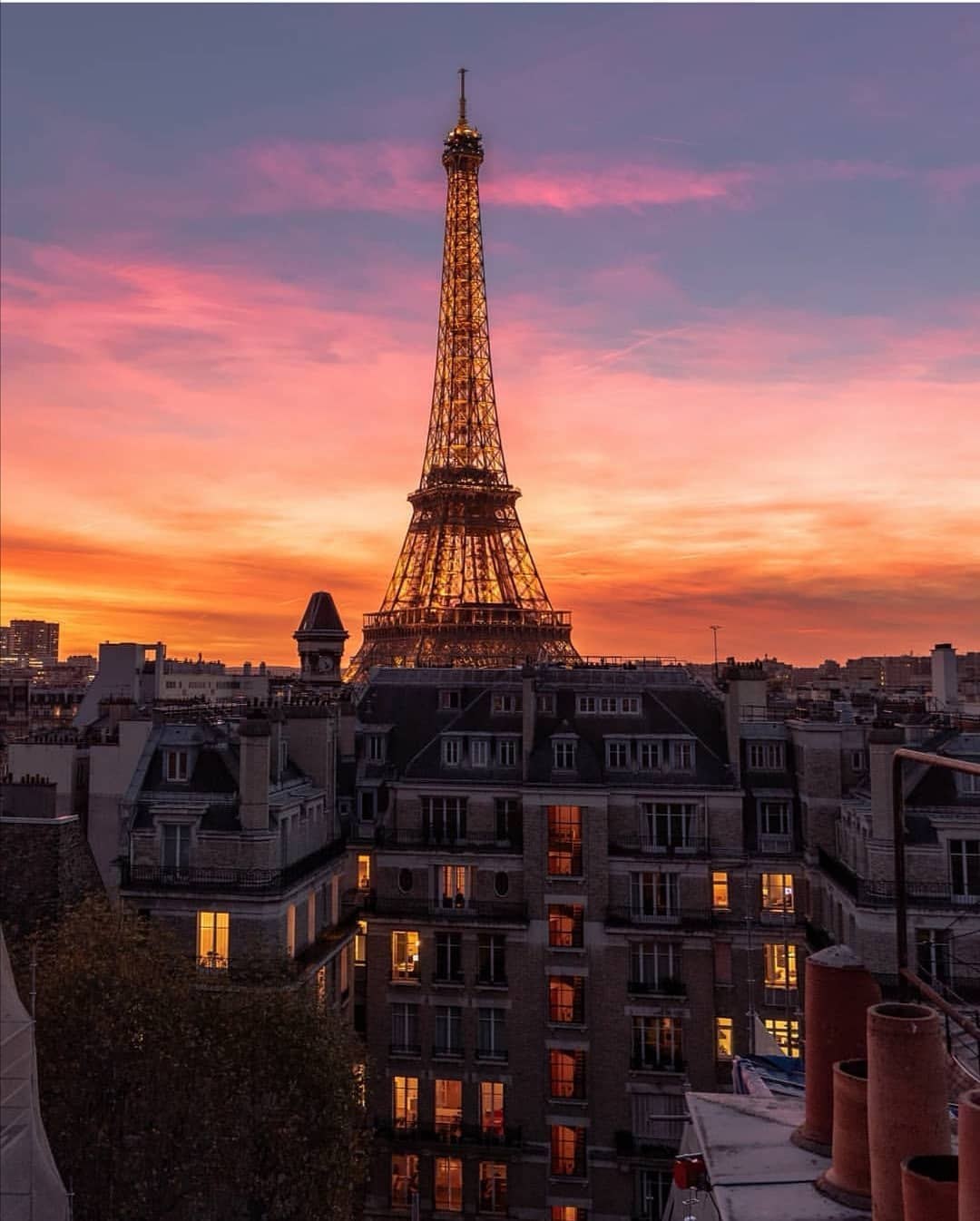 sunset eiffel tower petiteinparis