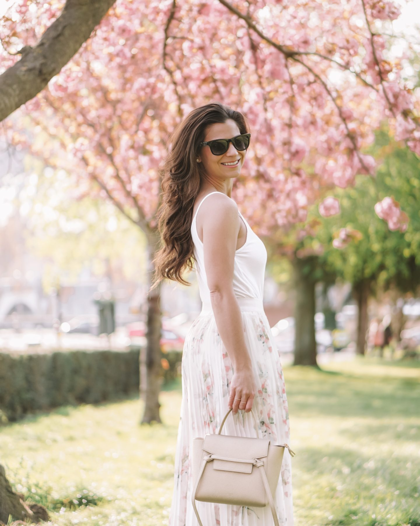 paris blogger wearing a champagne gold celine bag