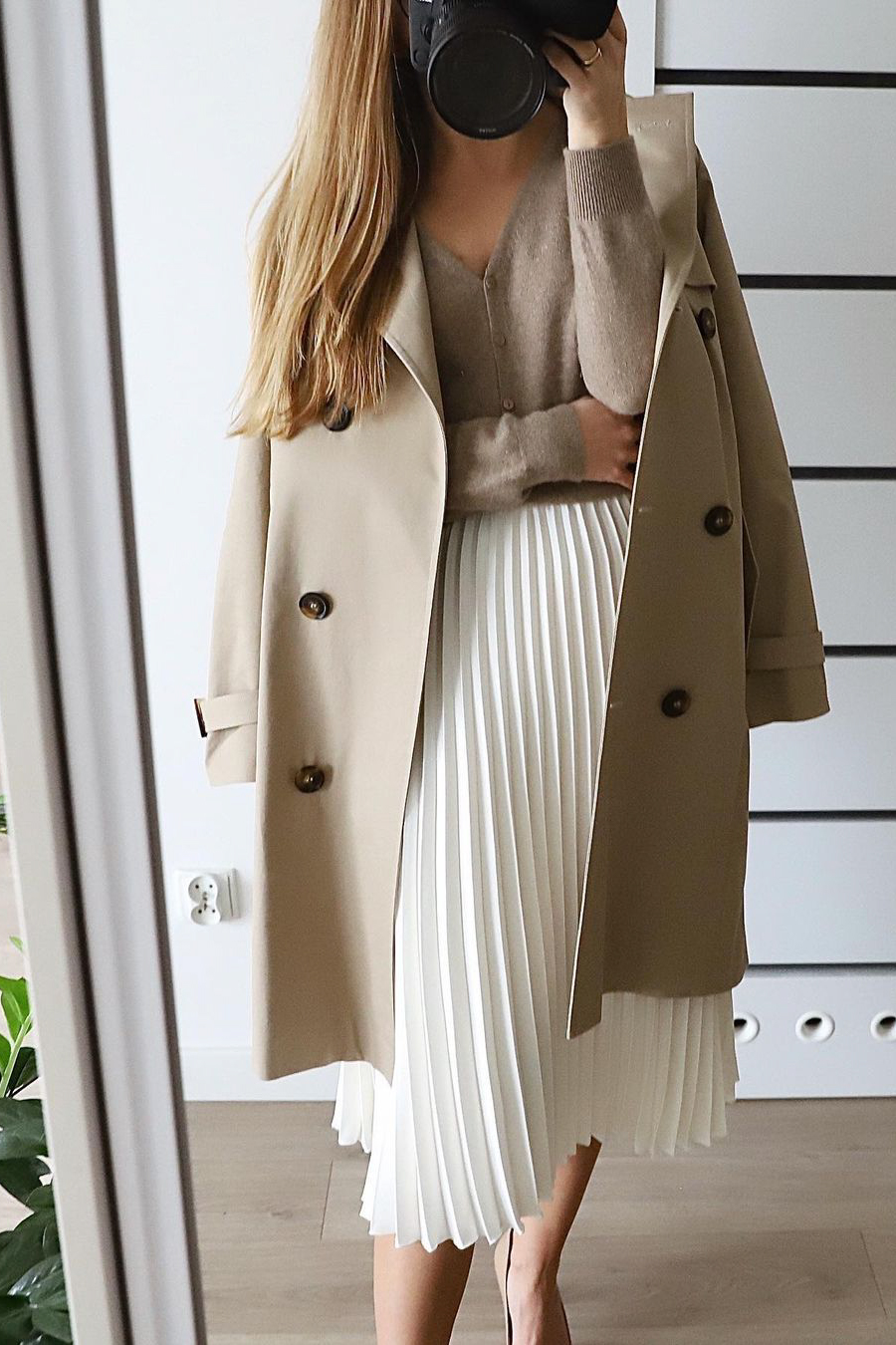 how to style a white pleated skirt
