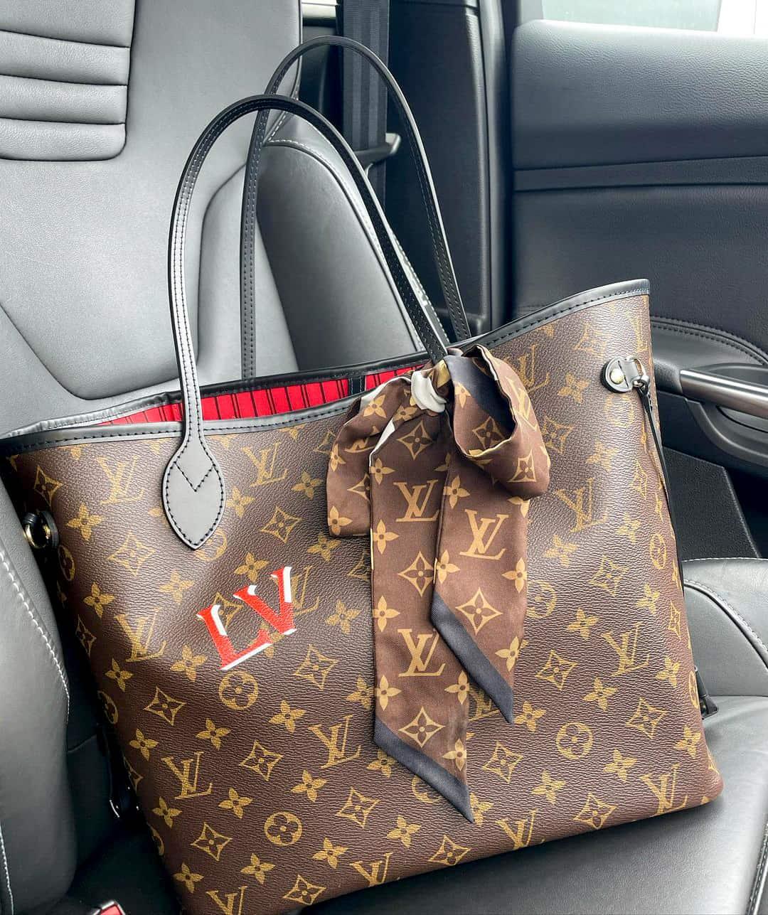 Louis Vuitton Neverfull designer tote bag