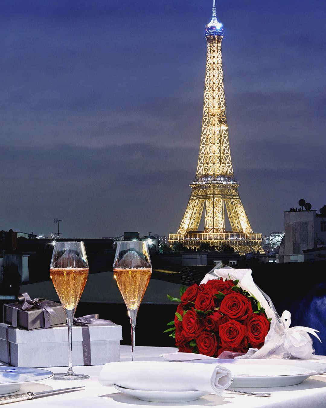 Romantic rooftop bars in Paris